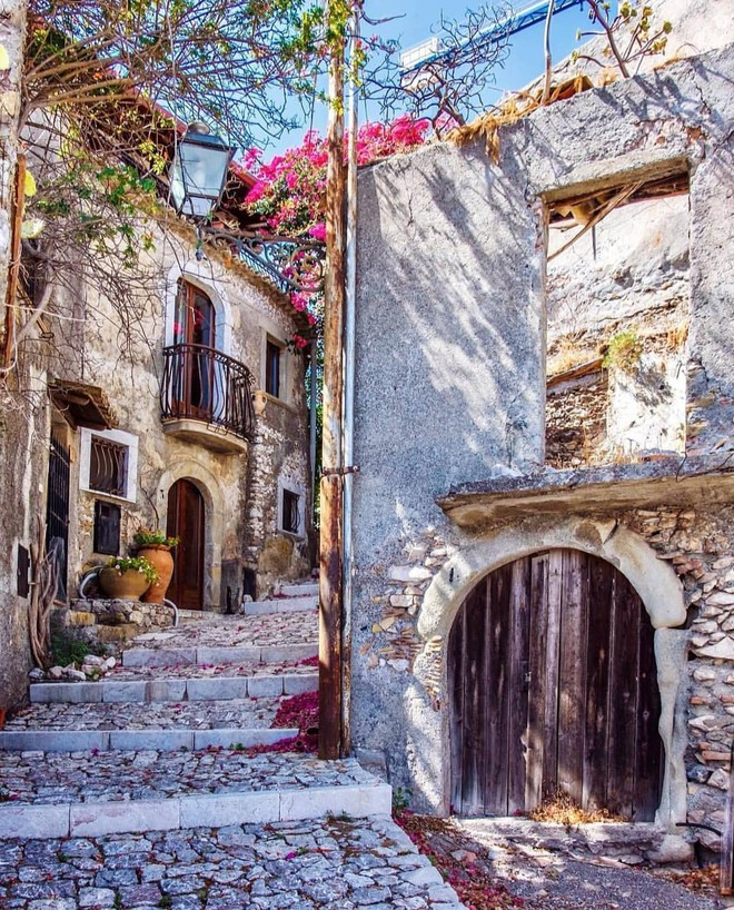 """Có gì tại hòn đảo được mệnh danh là """"thánh địa mafia"""" kì lạ hút hàng triệu du khách mỗi năm ở Ý? - ảnh 8"""