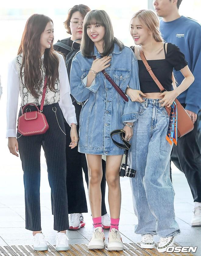 BLACKPINK lại gây náo loạn sân bay: Jennie và Lisa như đi catwalk, Jisoo lại chiếm trọn spotlight vì đẹp xuất thần - ảnh 12