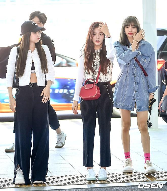 BLACKPINK lại gây náo loạn sân bay: Jennie và Lisa như đi catwalk, Jisoo lại chiếm trọn spotlight vì đẹp xuất thần - ảnh 18