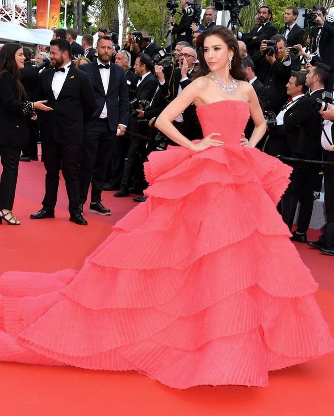 Người đẹp lai trong chiếc đầm đỏ xứng danh là tuyệt tác trên thảm đỏ Cannes ngày 2 - ảnh 7