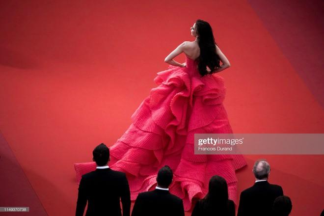 Người đẹp lai trong chiếc đầm đỏ xứng danh là tuyệt tác trên thảm đỏ Cannes ngày 2 - ảnh 4