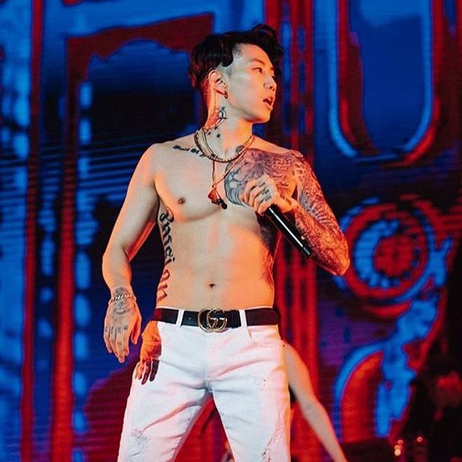 Cởi áo khoe body 6  múi cực phẩm trên sân khấu, Kay Trần khiến dân mạng đồng loạt gọi tên Jay Park - ảnh 7