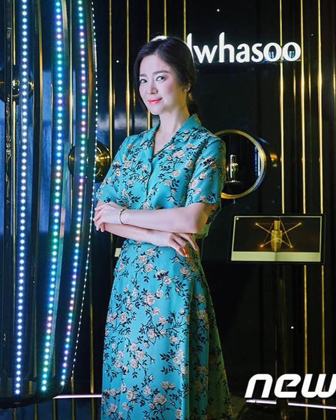Song Hye Kyo bỗng xuống sắc tột đỉnh vì combo makeup, làm tóc lẫn váy vóc - ảnh 5