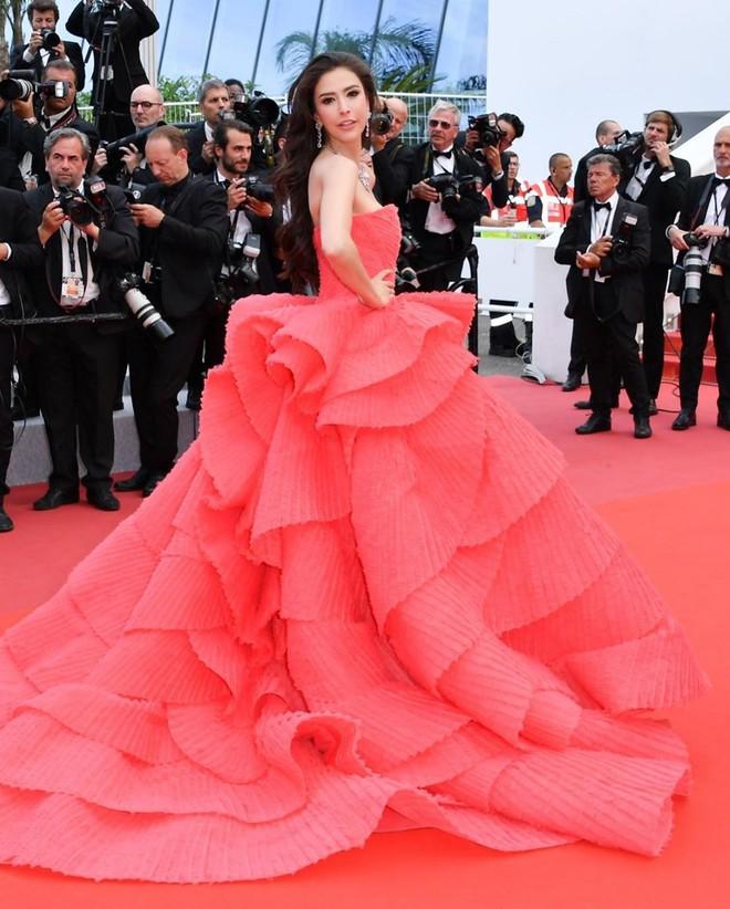Người đẹp lai trong chiếc đầm đỏ xứng danh là tuyệt tác trên thảm đỏ Cannes ngày 2 - ảnh 10