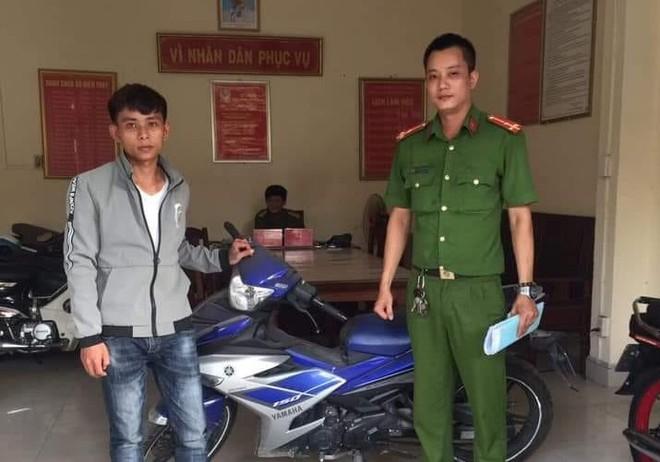 Thanh niên bất ngờ được công an gọi lên trả xe máy sau 2 năm bị mất trộm - Ảnh 1.