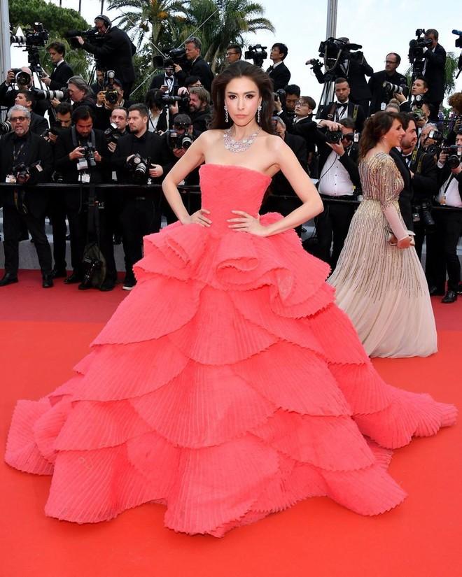 Người đẹp lai trong chiếc đầm đỏ xứng danh là tuyệt tác trên thảm đỏ Cannes ngày 2 - ảnh 5
