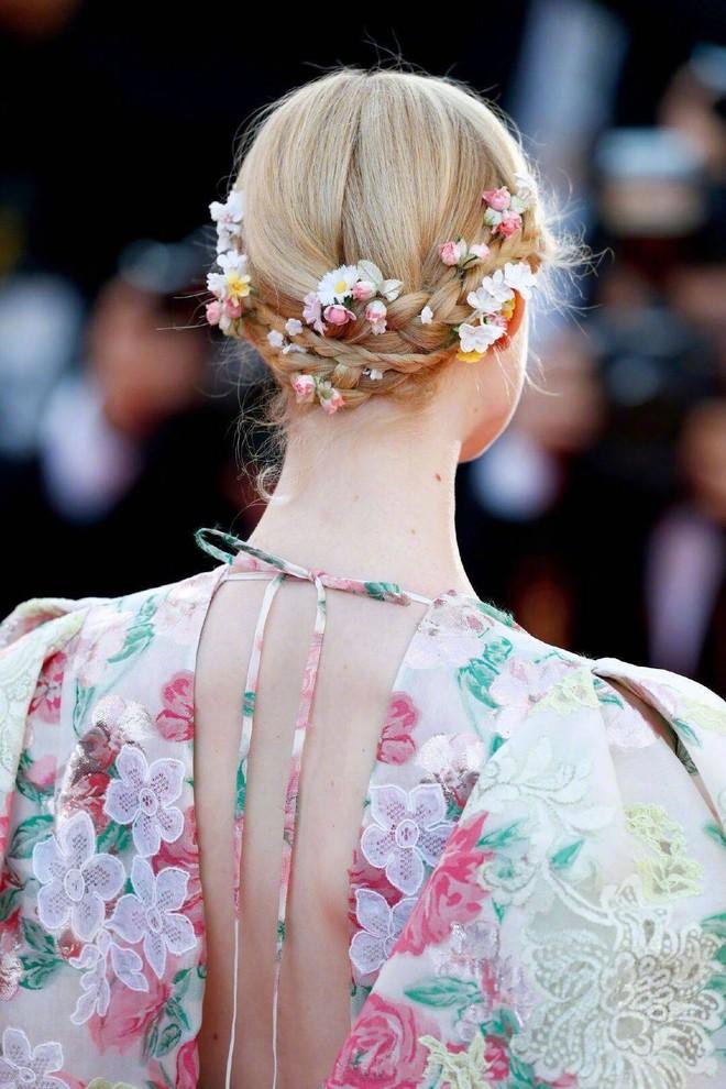 """Elle Fanning thành tiên nữ đẹp hơn hoa tại Cannes, nhưng netizen xứ Trung lại chỉ nhớ đến """"hoa tiên tử"""" Phạm Băng Băng ngày nào - ảnh 6"""