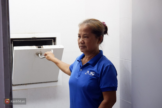 Nhặt được 7.400 USD trong bao rác, hai mẹ con cô lao công ở Sài Gòn trả lại cho khách Tây: Em muốn sống bằng chính đồng tiền mình tạo ra - ảnh 2