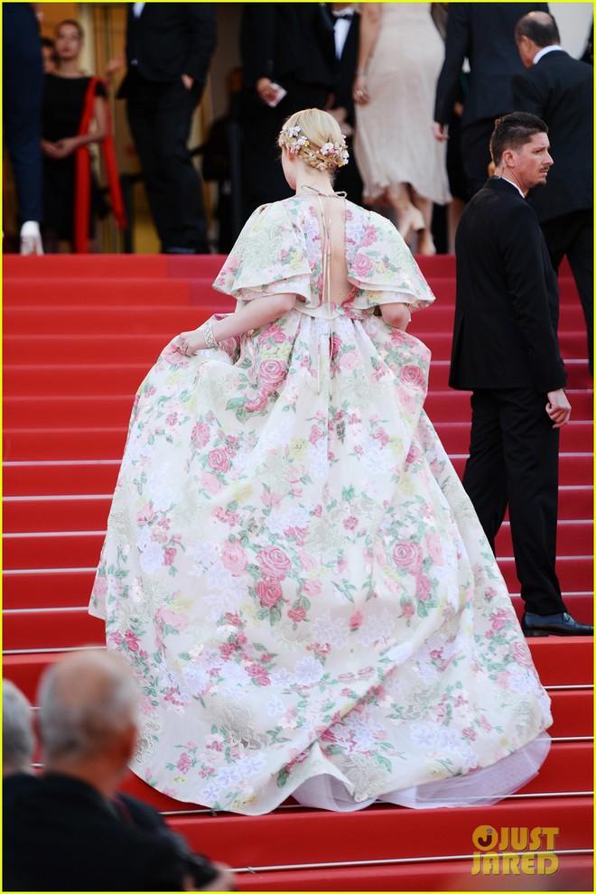 Giữa loạt mỹ nhân sexy ngồn ngộn tại Cannes 2019, có một nàng công chúa cổ tích đẹp nao lòng bước ra đời thực - Ảnh 9.