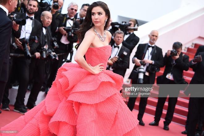 Thảm đỏ Cannes ngày 2: Thiên thần Victoria's Secret suýt lộ hàng, Phạm Băng Băng Thái Lan xinh như tiên tử - ảnh 22