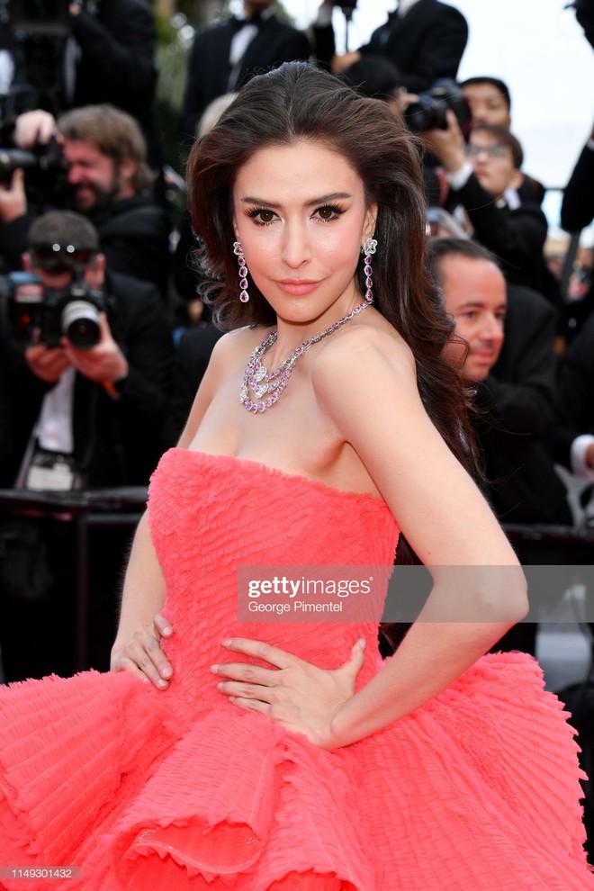 Ngày thứ 2 Cannes xuất hiện nữ thần nhan sắc chặt chém thảm đỏ, khiến Phạm Băng Băng Thái Lan chịu lép vế - ảnh 6