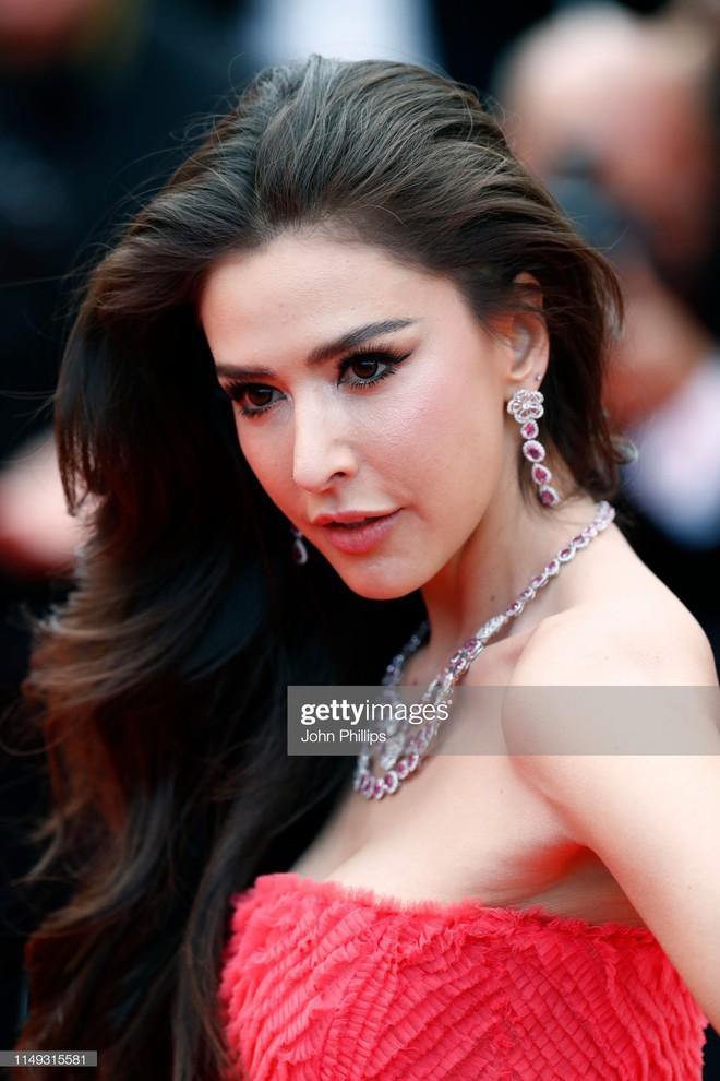 Ngày thứ 2 Cannes xuất hiện nữ thần nhan sắc chặt chém thảm đỏ, khiến Phạm Băng Băng Thái Lan chịu lép vế - ảnh 12