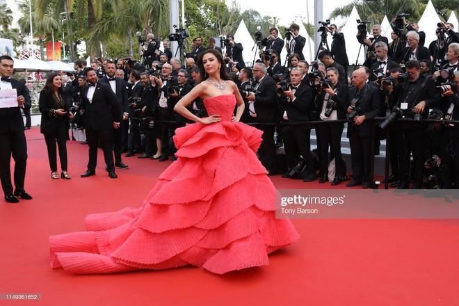 Ngày thứ 2 Cannes xuất hiện nữ thần nhan sắc chặt chém thảm đỏ, khiến Phạm Băng Băng Thái Lan chịu lép vế - ảnh 2