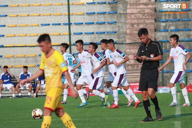 Thi đấu đầy quyết tâm dưới nhiệt độ gần 50 độ C, đàn em Quang Hải nhận cái kết viên mãn trong trận ra quân tại giải Hạng Nhì QG 2019 - ảnh 18