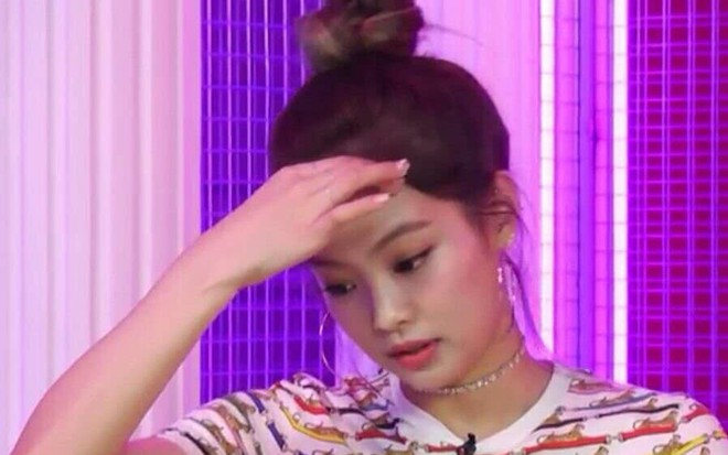 Có nữ idol nào như Jennie: Chẳng thèm giữ gìn hình tượng, toàn đăng ảnh tạo dáng khó hiểu tặng meme cho fan chế - ảnh 20