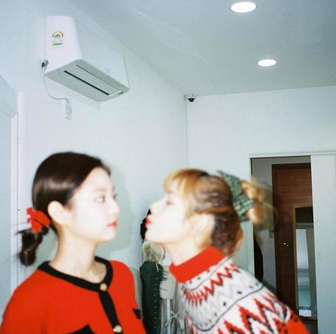 Có nữ idol nào như Jennie: Chẳng thèm giữ gìn hình tượng, toàn đăng ảnh tạo dáng khó hiểu tặng meme cho fan chế - ảnh 8