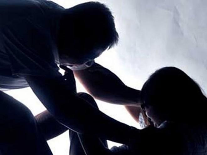 Lào Cai: Gã cha dương biến bé gái 11 tuổi thành nô lệ tình dục chỉ bị phạt 5 năm tù - Ảnh 1.