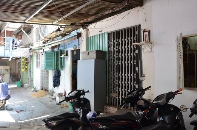 Nhóm người lạ đánh đập 2 cụ bà trọng thương, phải nhập viện ở Sài Gòn - ảnh 1
