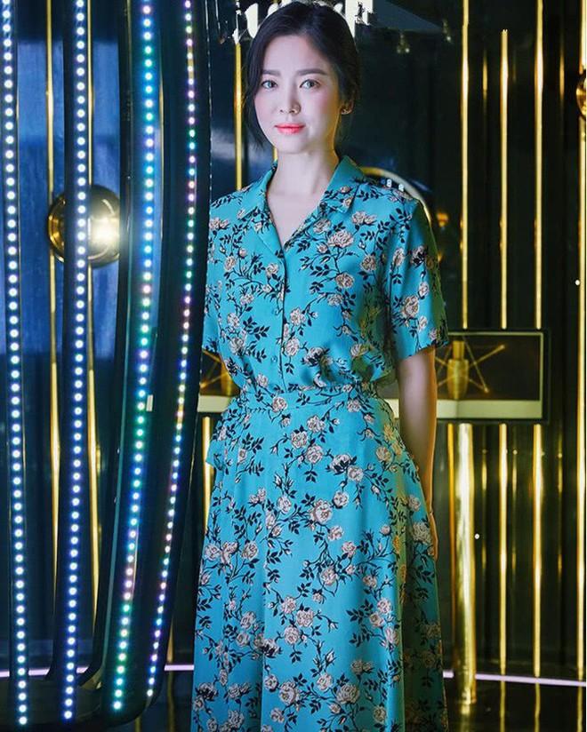 Song Hye Kyo bỗng xuống sắc tột đỉnh vì combo makeup, làm tóc lẫn váy vóc - ảnh 6