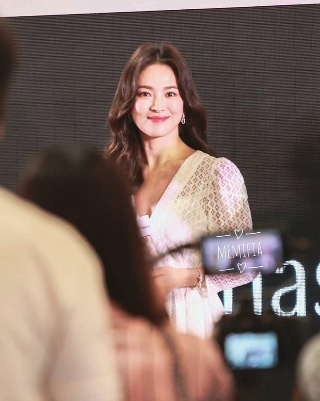 Song Hye Kyo bỗng xuống sắc tột đỉnh vì combo makeup, làm tóc lẫn váy vóc - ảnh 1