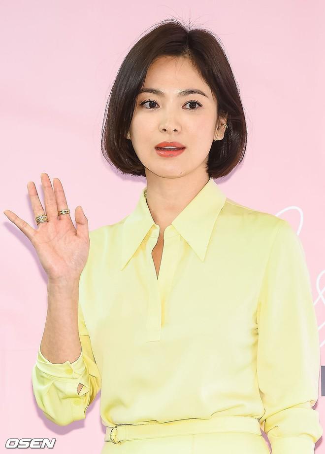 Song Hye Kyo bỗng xuống sắc tột đỉnh vì combo makeup, làm tóc lẫn váy vóc - ảnh 4