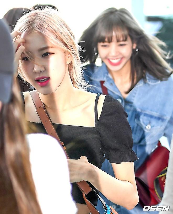 BLACKPINK lại gây náo loạn sân bay: Jennie và Lisa như đi catwalk, Jisoo lại chiếm trọn spotlight vì đẹp xuất thần - ảnh 15