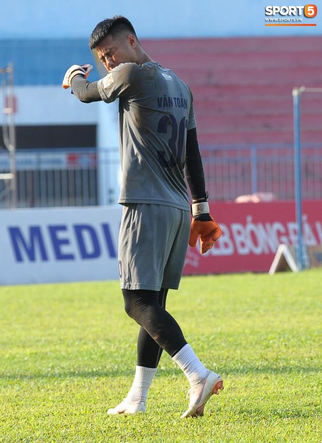 Cầu thủ Hải Phòng nhí nhảnh trên sân tập trước cuộc so tài với CLB Thanh Hóa - ảnh 3