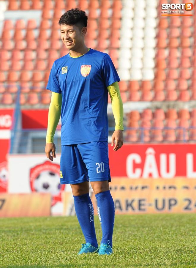 Cầu thủ Hải Phòng nhí nhảnh trên sân tập trước cuộc so tài với CLB Thanh Hóa - ảnh 12