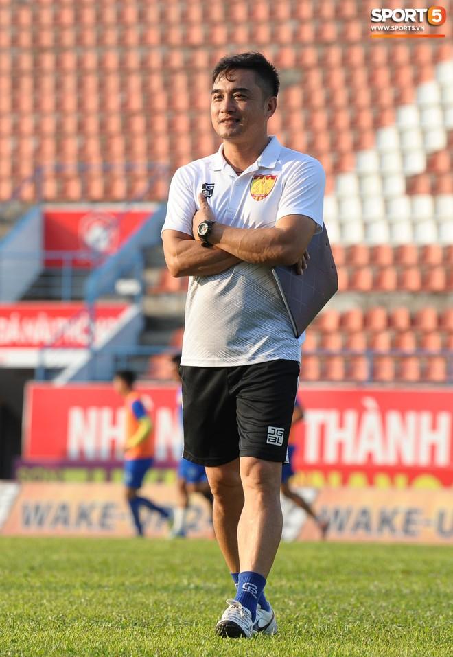 Cầu thủ Hải Phòng nhí nhảnh trên sân tập trước cuộc so tài với CLB Thanh Hóa - ảnh 9