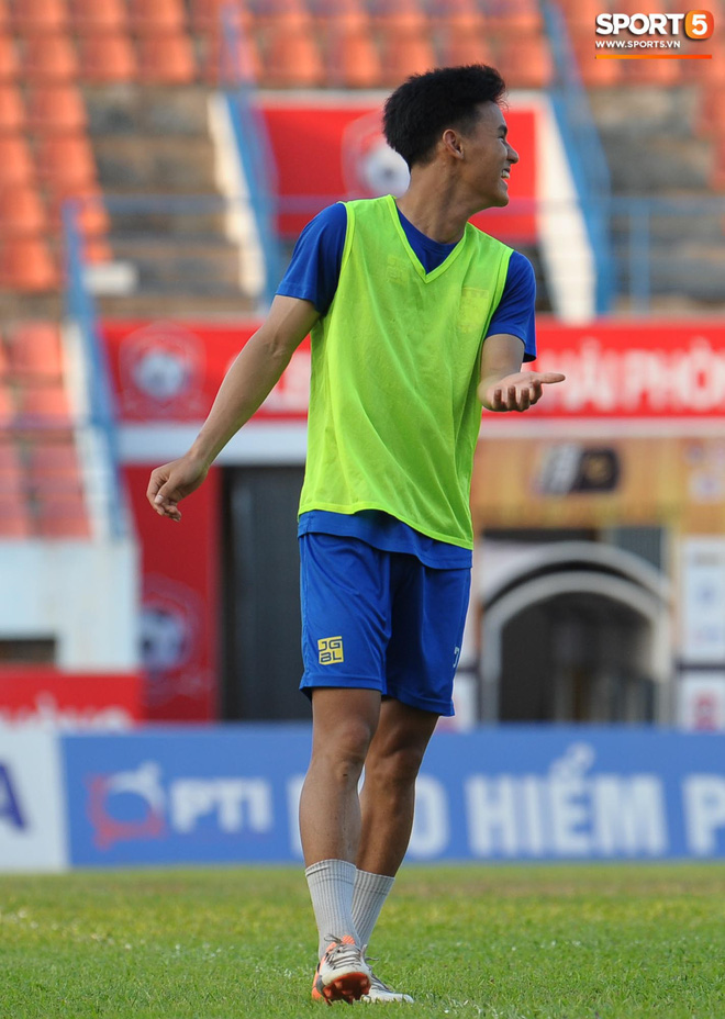 Cầu thủ Hải Phòng nhí nhảnh trên sân tập trước cuộc so tài với CLB Thanh Hóa - ảnh 14