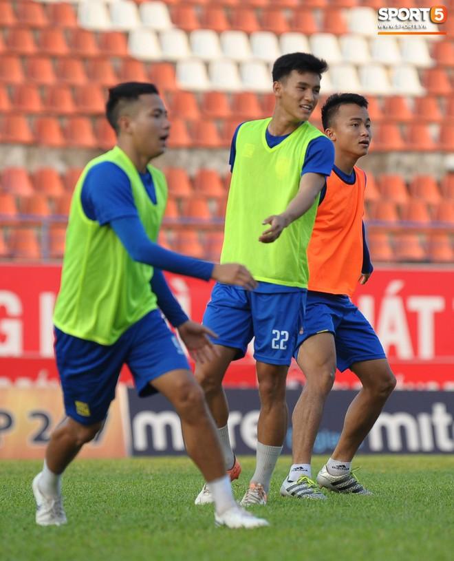 Cầu thủ Hải Phòng nhí nhảnh trên sân tập trước cuộc so tài với CLB Thanh Hóa - ảnh 18