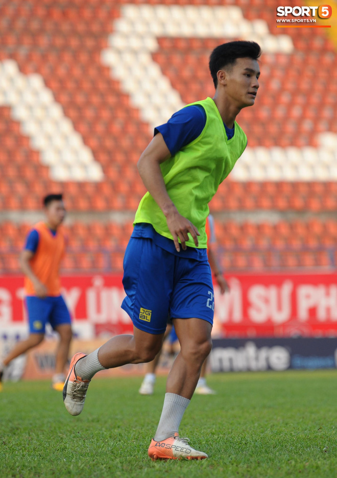 Cầu thủ Hải Phòng nhí nhảnh trên sân tập trước cuộc so tài với CLB Thanh Hóa - ảnh 17