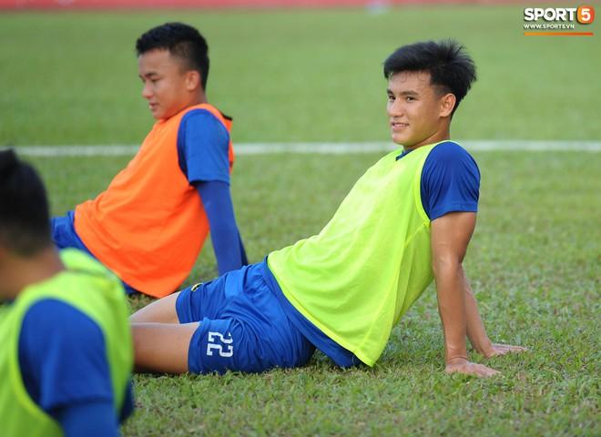 Cầu thủ Hải Phòng nhí nhảnh trên sân tập trước cuộc so tài với CLB Thanh Hóa - ảnh 19