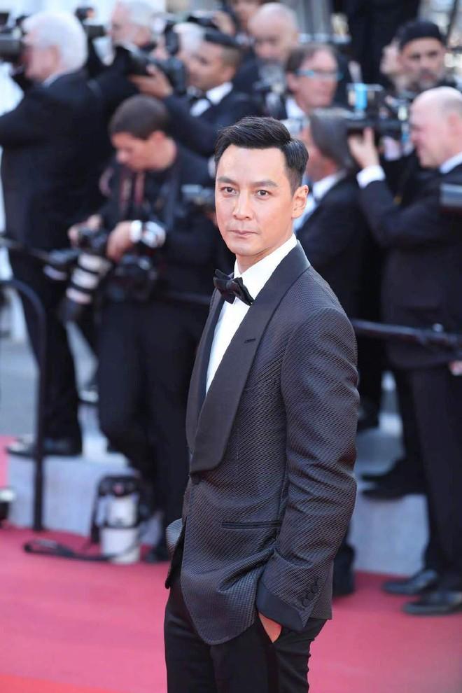 Thảm đỏ Cannes ngày 3: HLV The Face Thái Lan bất ngờ vùng lên chặt chém Bella Hadid cùng dàn mỹ nhân váy xẻ - ảnh 27