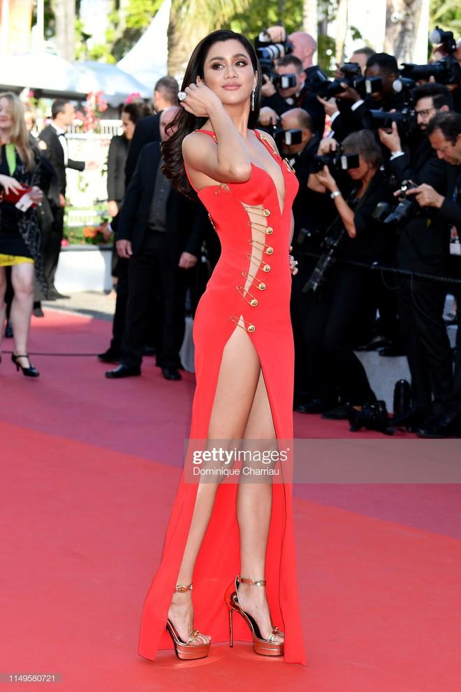 Thảm đỏ Cannes ngày 3: HLV The Face Thái Lan bất ngờ vùng lên chặt chém Bella Hadid cùng dàn mỹ nhân váy xẻ - ảnh 21
