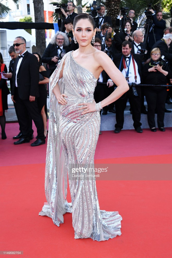 Thảm đỏ Cannes ngày 3: HLV The Face Thái Lan bất ngờ vùng lên chặt chém Bella Hadid cùng dàn mỹ nhân váy xẻ - ảnh 17