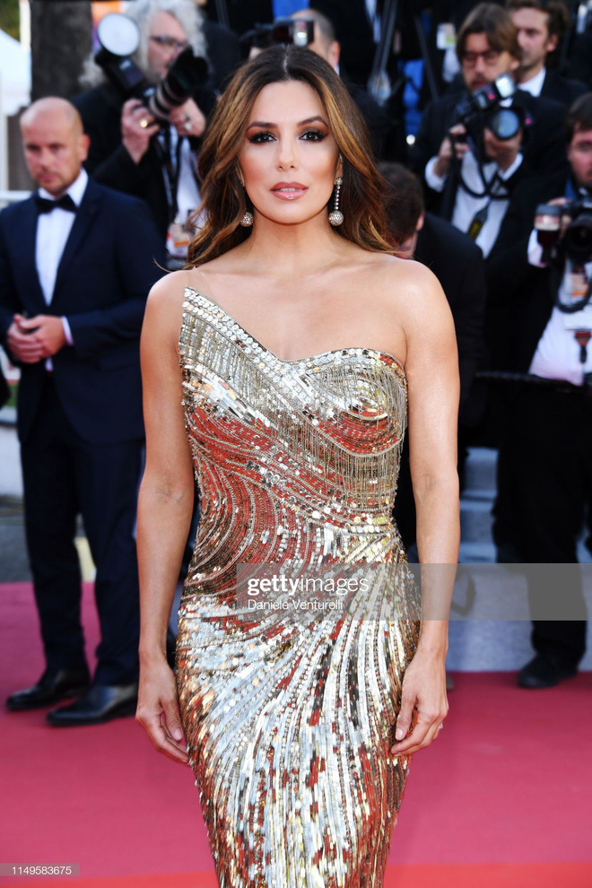 Thảm đỏ Cannes ngày 3: HLV The Face Thái Lan bất ngờ vùng lên chặt chém Bella Hadid cùng dàn mỹ nhân váy xẻ - ảnh 10