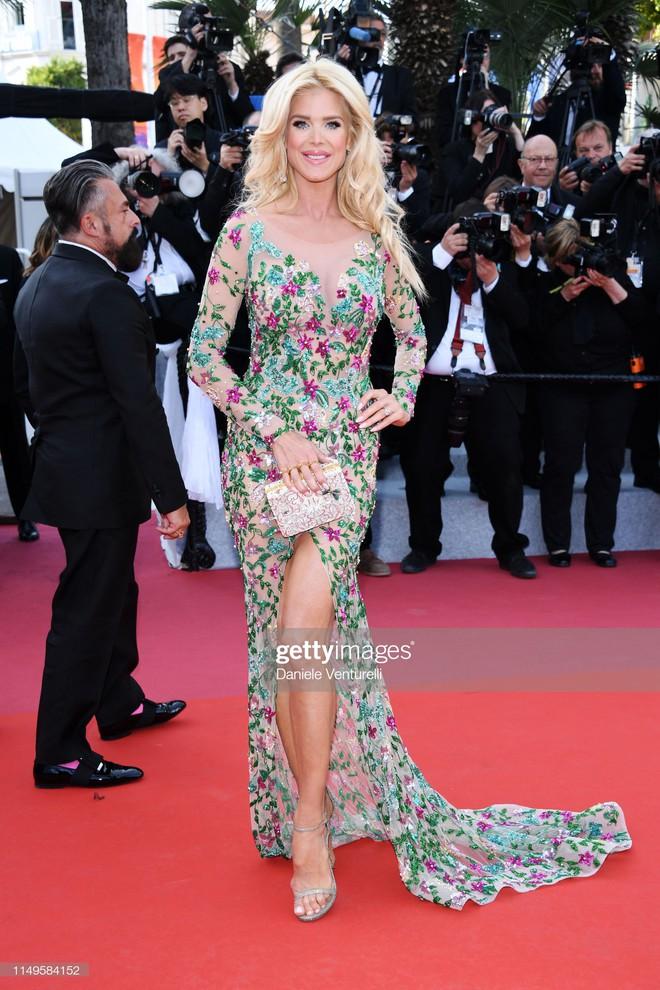 Thảm đỏ Cannes ngày 3: HLV The Face Thái Lan bất ngờ vùng lên chặt chém Bella Hadid cùng dàn mỹ nhân váy xẻ - ảnh 32