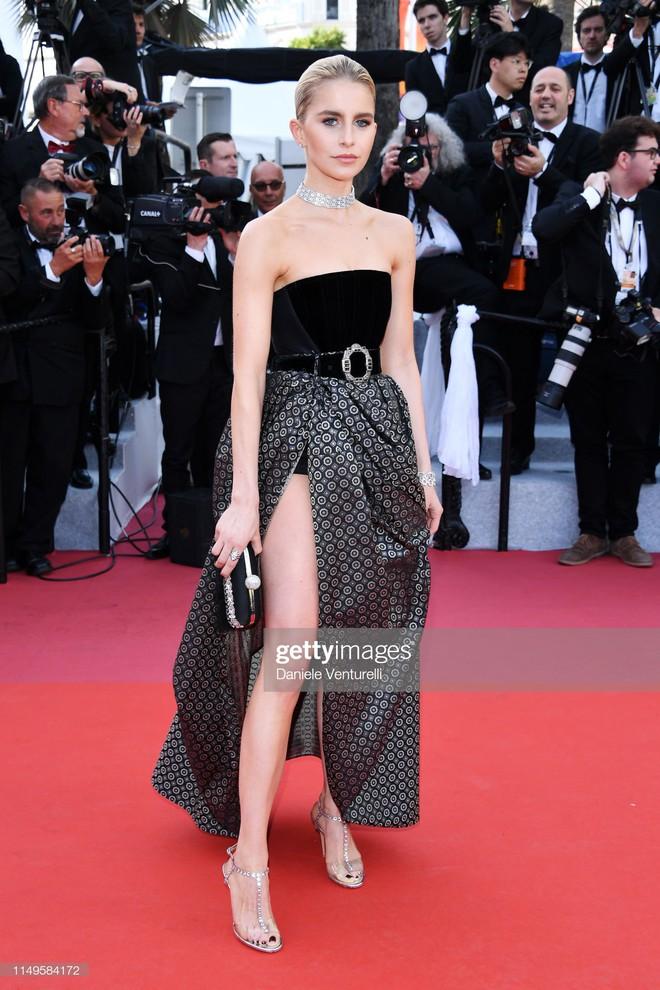 Thảm đỏ Cannes ngày 3: HLV The Face Thái Lan bất ngờ vùng lên chặt chém Bella Hadid cùng dàn mỹ nhân váy xẻ - ảnh 29