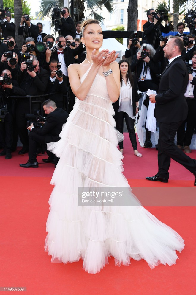 Thảm đỏ Cannes ngày 3: HLV The Face Thái Lan bất ngờ vùng lên chặt chém Bella Hadid cùng dàn mỹ nhân váy xẻ - ảnh 3