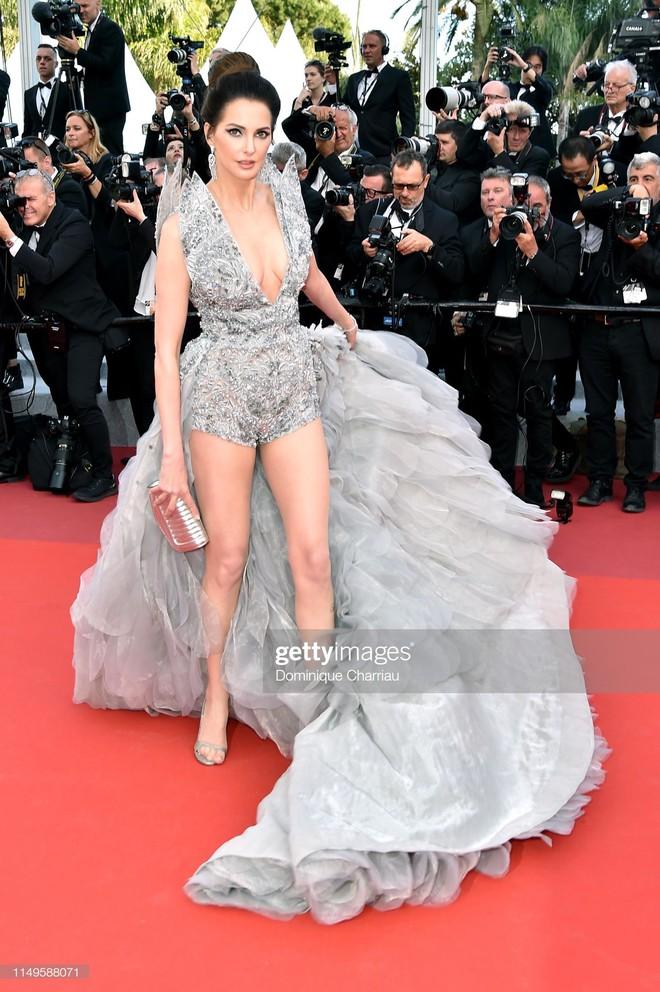 Thảm đỏ Cannes ngày 3: HLV The Face Thái Lan bất ngờ vùng lên chặt chém Bella Hadid cùng dàn mỹ nhân váy xẻ - ảnh 38