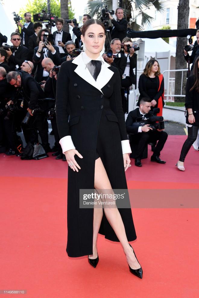 Thảm đỏ Cannes ngày 3: HLV The Face Thái Lan bất ngờ vùng lên chặt chém Bella Hadid cùng dàn mỹ nhân váy xẻ - ảnh 35