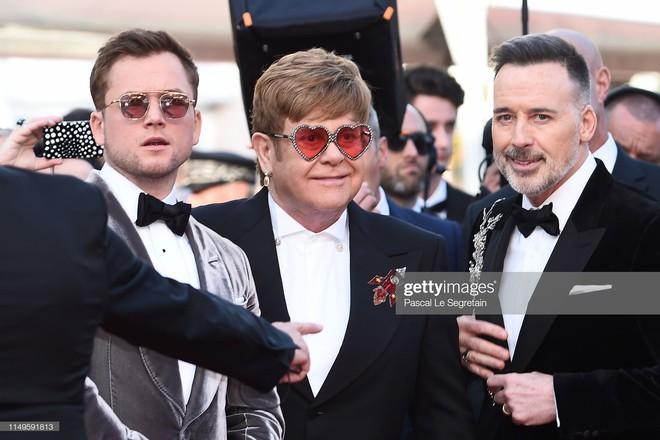 Thảm đỏ Cannes ngày 3: HLV The Face Thái Lan bất ngờ vùng lên chặt chém Bella Hadid cùng dàn mỹ nhân váy xẻ - ảnh 33