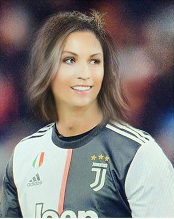 Khi các sao bóng đá chuyển đổi giới tính: Ronaldo đẹp xuất thần nhưng chưa phải trường hợp gây sửng sốt nhất - ảnh 1