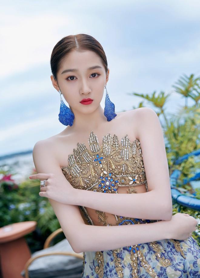 Không có Phạm Băng Băng, đây là nữ thần Trung Quốc đẹp nao lòng, gây bão với truyền thông quốc tế tại Cannes - ảnh 12