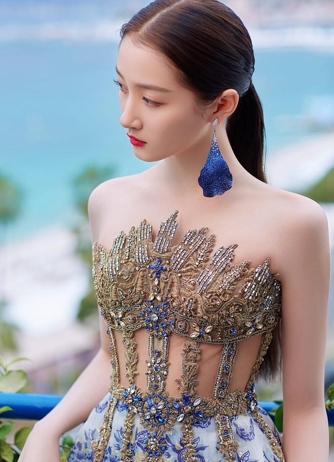 Không có Phạm Băng Băng, đây là nữ thần Trung Quốc đẹp nao lòng, gây bão với truyền thông quốc tế tại Cannes - ảnh 11