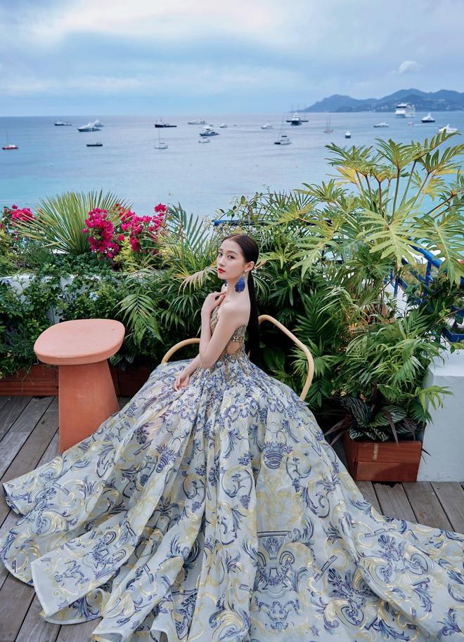 Không có Phạm Băng Băng, đây là nữ thần Trung Quốc đẹp nao lòng, gây bão với truyền thông quốc tế tại Cannes - ảnh 10