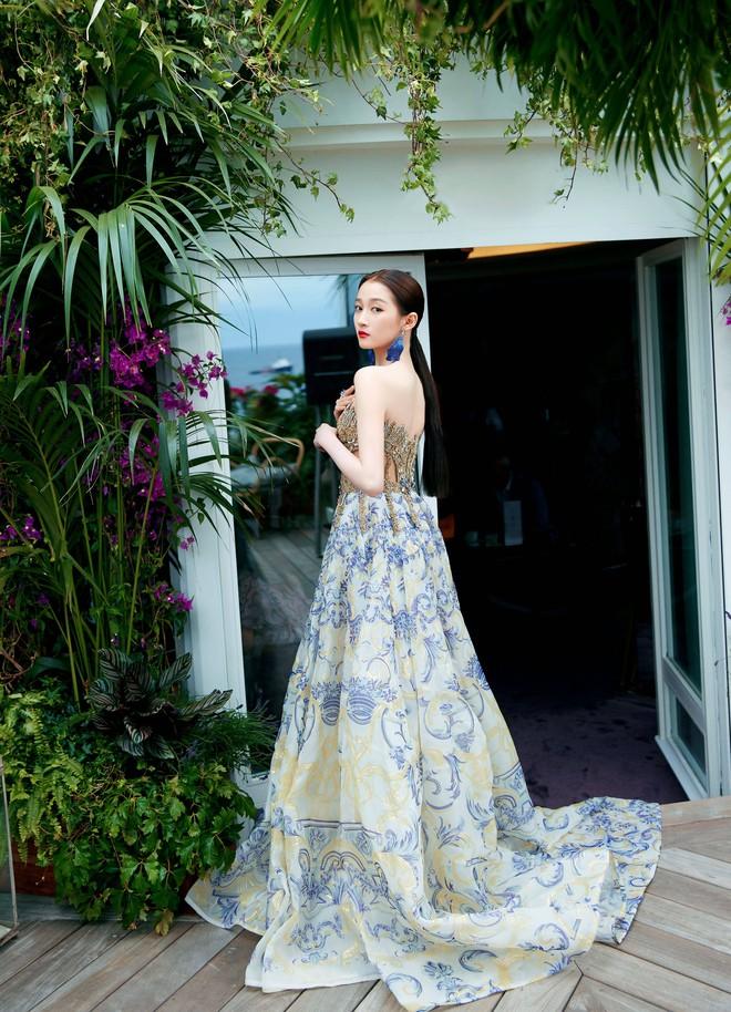Không có Phạm Băng Băng, đây là nữ thần Trung Quốc đẹp nao lòng, gây bão với truyền thông quốc tế tại Cannes - ảnh 8