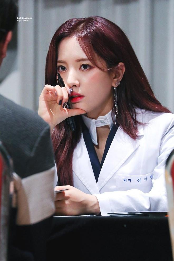 Gặp được bác sĩ như dàn idol Kpop tuyệt sắc này, chắc ai cũng muốn đến bệnh viện để khám bệnh tương tư mỗi ngày - ảnh 23