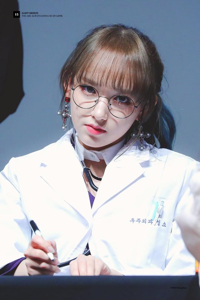 Gặp được bác sĩ như dàn idol Kpop tuyệt sắc này, chắc ai cũng muốn đến bệnh viện để khám bệnh tương tư mỗi ngày - ảnh 26